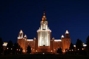 Moskva Statsuniversitet om natten.