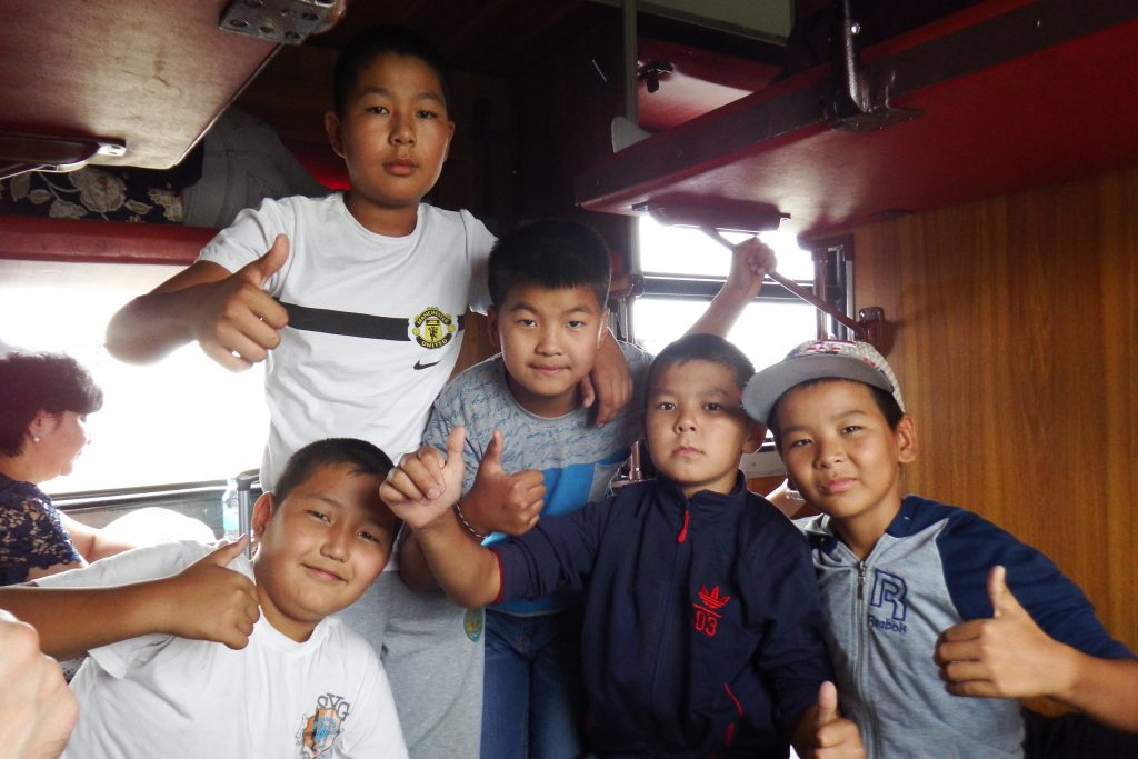 Vores medpassagerer i toget til Karaganda. Foto: Anders Skærlund Petersen.