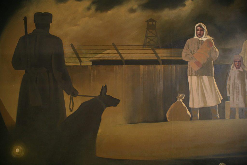 Udsnit af vægillustration på KARLAG-museet i Dolinka. Foto: Anders Skærlund Petersen.