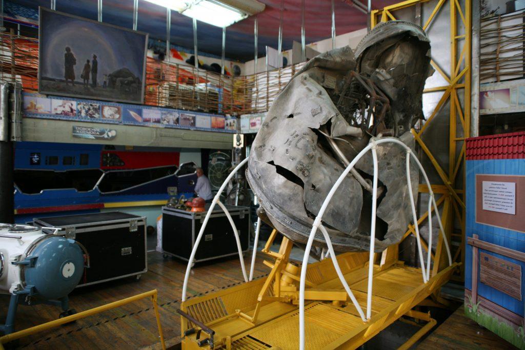 Økomuseets mest imponerende udstillingsgenstand: trin tre af en protonraket. Kasakhstan. Foto: Anders Skærlund Pedersen.