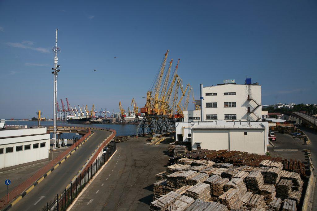 Det danske firma BIIR's fremtidige kontor ligger kun få hundrede meter fra Odessas travle industrihavn.