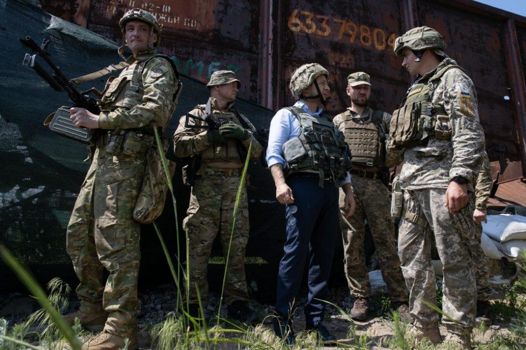 Den ukrainske præsident Volodymyr Zelensky besøger frontlinjen i Lugansk-regionen i maj 2019.